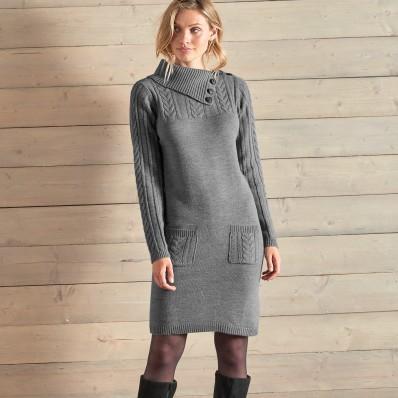 Pulovrové šaty s copánkovým vzorem