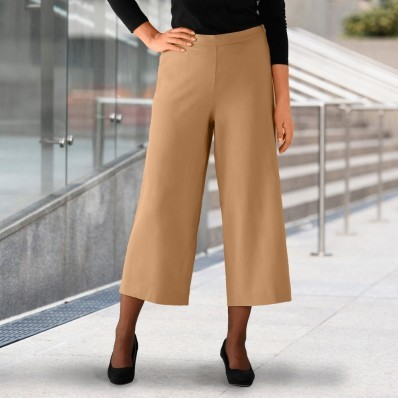 Krátke nohavice so záhybmi