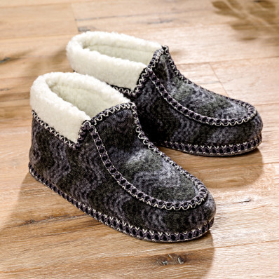Papuci de casa Lada