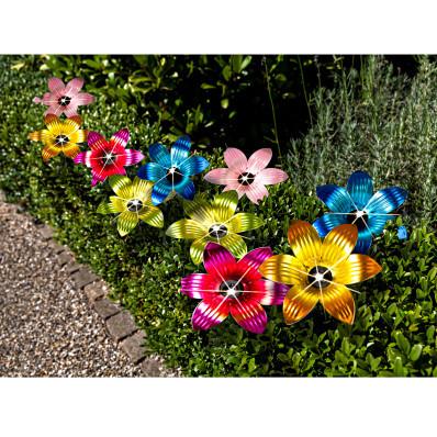 Svetelná reťaz so solárnymi kvetinami