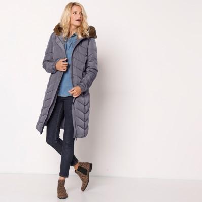Dlouhá prošívaná bunda s kapucí