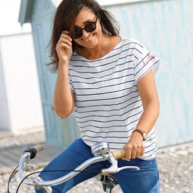 Dvoubarevné tričko s tuniským výstřihem