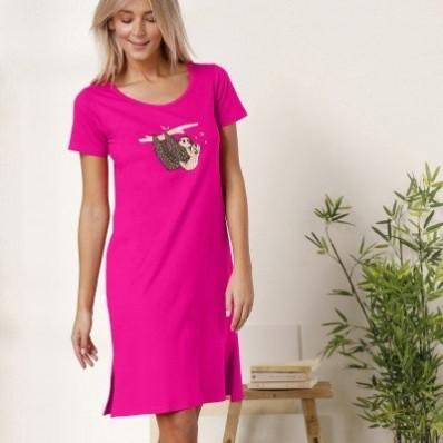 Krátka nočná košeľa s motívom leňochodov