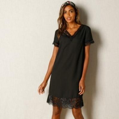 Čierne šaty s čipkovaným zakončením