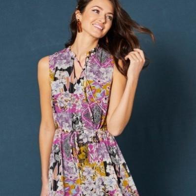 Volánové šaty s květinovým patchwork vzorem, bez rukávů