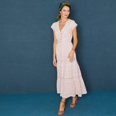 Dlhé šaty s čipkou a macramé