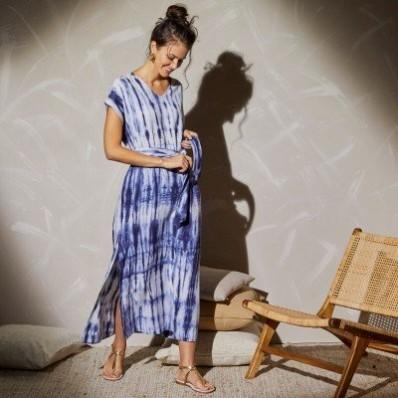 Dlouhé šaty s potiskem batiky