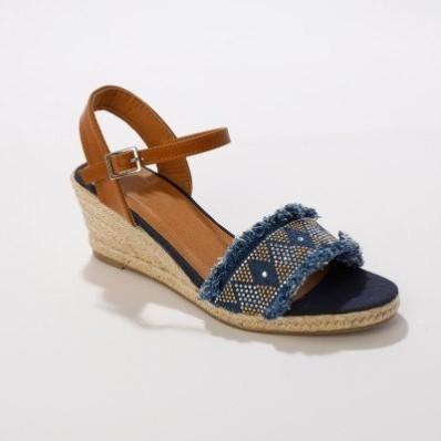 Sandály se štrasem a roztřepením, na klínovém podpatku