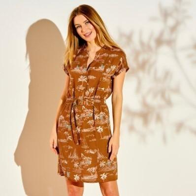 Šaty s potiskem a žabičkovaným pasem