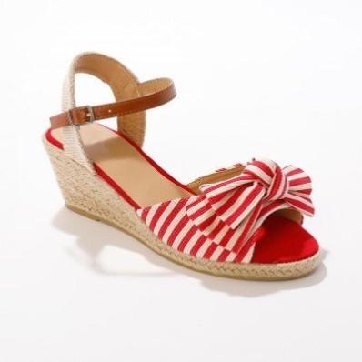 Proužkované sandály na klínku, červené