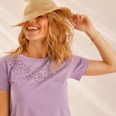 Tričko s výšivkou a krátkými rukávy