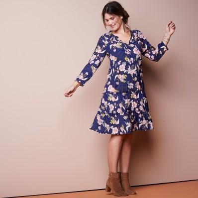 Volánovej šaty s potlačou pruhov a kvetí