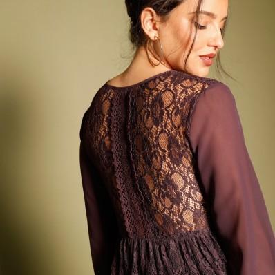 Šaty s čipkou a šnurovaním