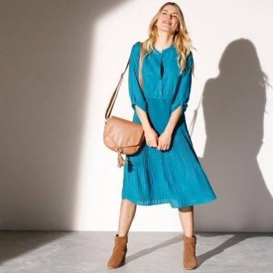 Plisované jednobarevné šaty