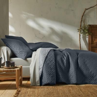 Dvoubarevný přehoz na postel