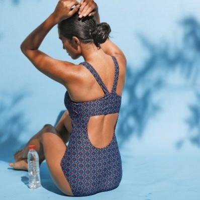 Jednodielne plavky so športovým strihom chrbta Oliena, integrovaná podprsenka