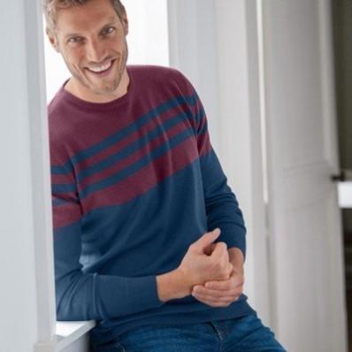 Pruhovaný pulovr s kulatým výstřihem