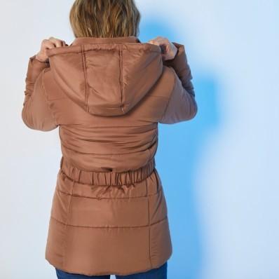 Krátká prošívaná bunda s páskem