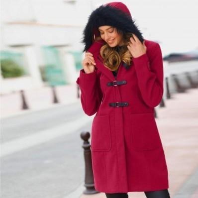 Kabát duffle-coat s kapucí a nepravou kožešinou
