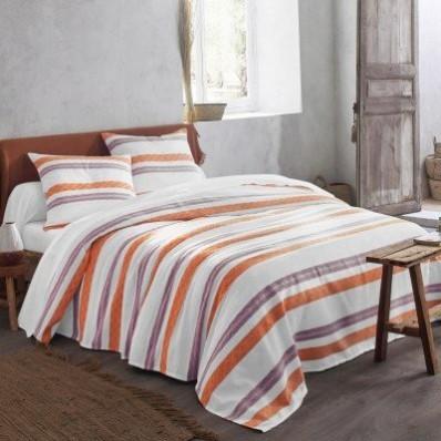 Přehoz na postel s tkanými pruhy