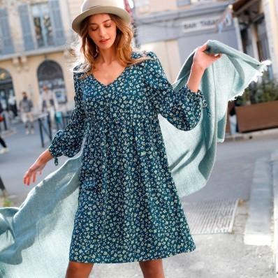 Rozšířené šaty s dlouhými rukávy a potiskem