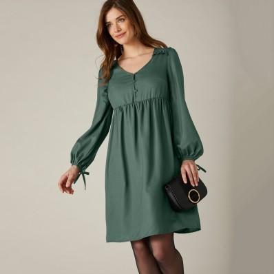 Jednobarevné rozšířené šaty s dlouhými rukávy