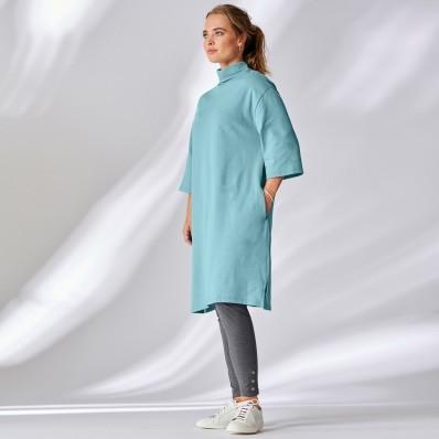 Šaty s rolákovým výstrihom