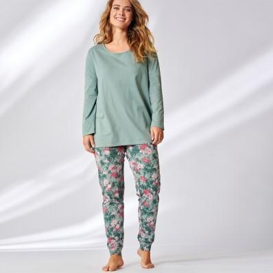 Pyžamo s potlačou kvetín a batikou