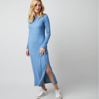 Dlouhé žebrované šaty v rovném střihu
