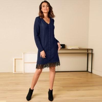 Pulovrové šaty s krajkovými detaily, kašmírové na dotek