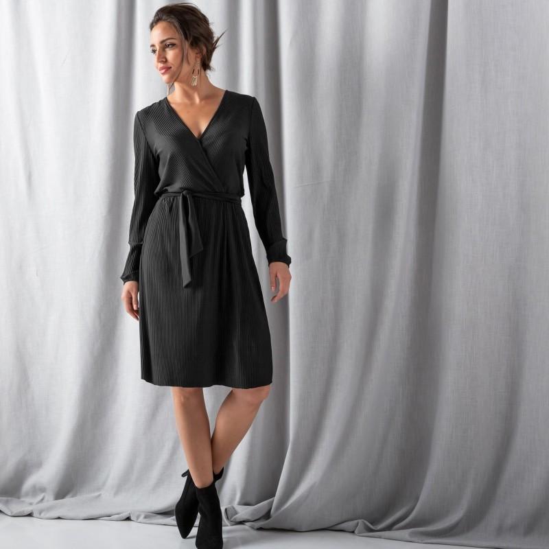 Plisované šaty s překřížením