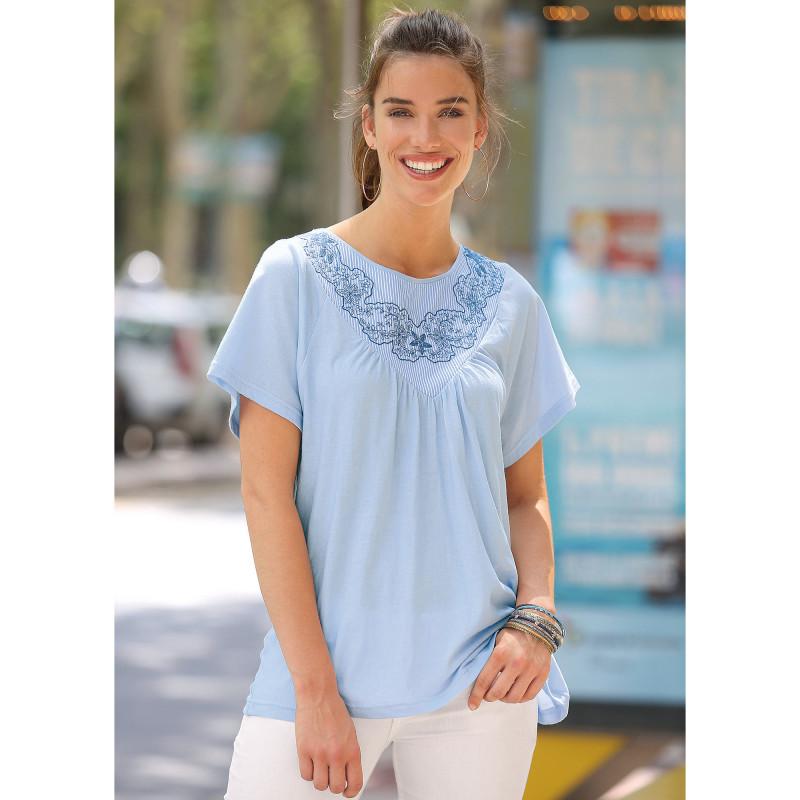 Tričko s krátkymi rukávmi a švajčiarskou výšivkou