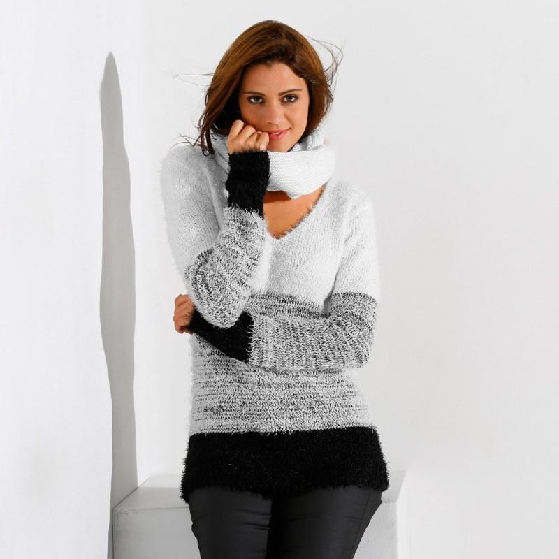 Barevný pulovr z jemného úpletu
