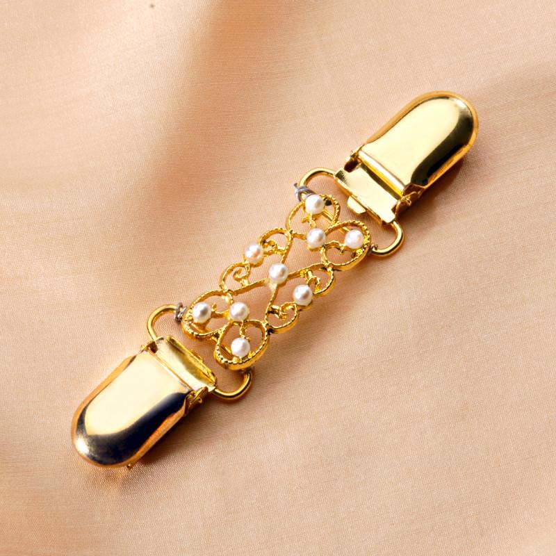 Ozdobná spona zlatavá s bílými perličkami onerror=