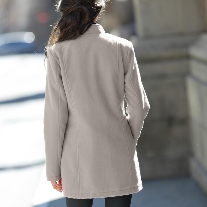Prešívaný kabát s členitým strihom