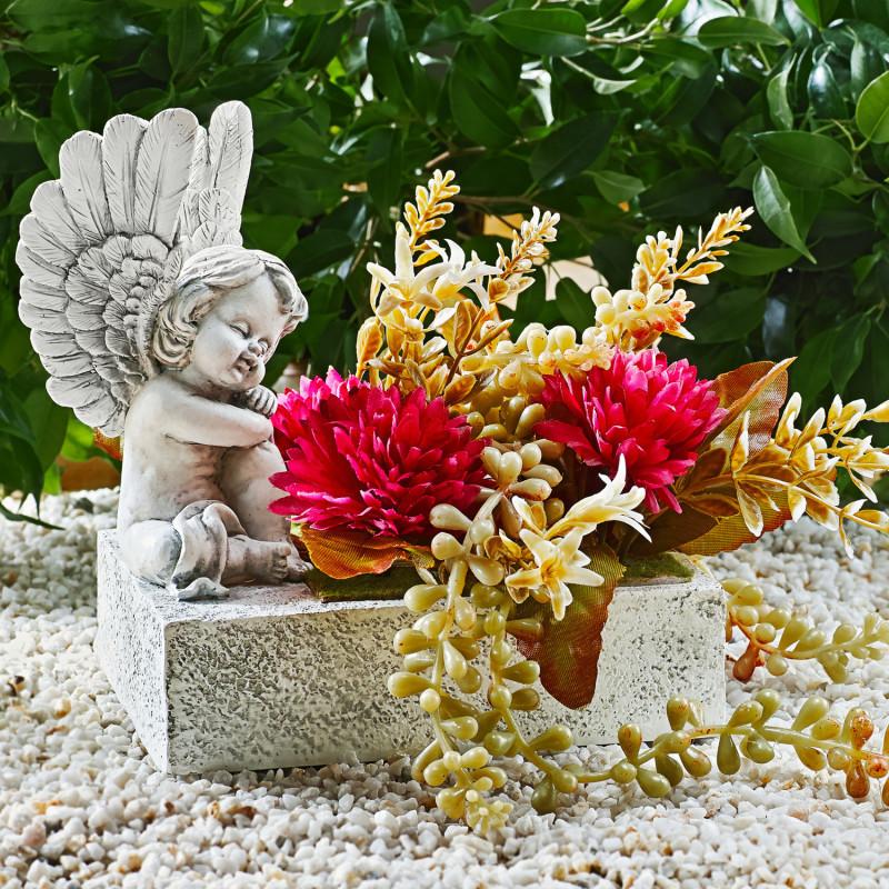 Kvetináč s anjelom a kvetinami