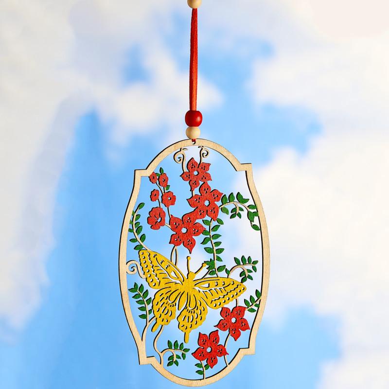 Drevená závesná dekorácia