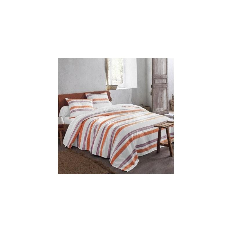 Prikrývka na posteľ s tkanými pruhmi