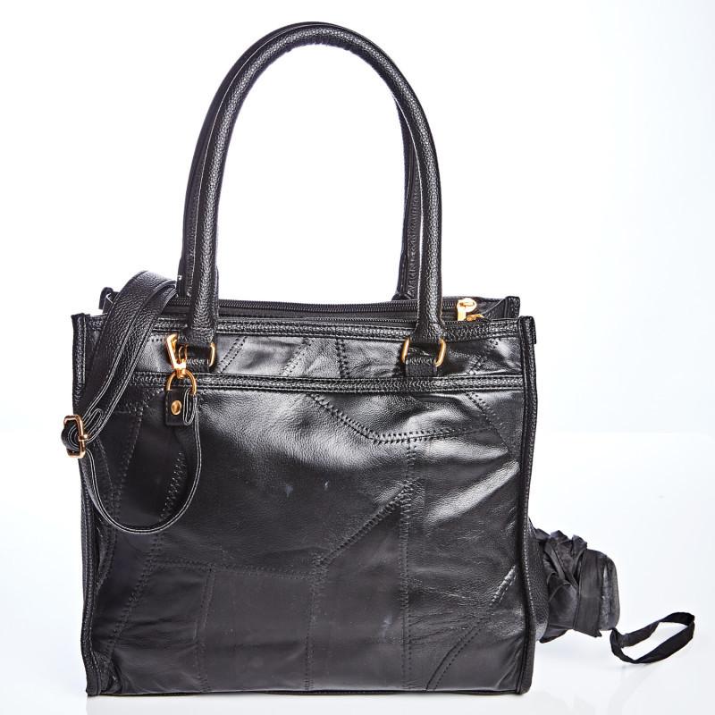 Elegantní kožená taška v trendy barvách onerror=