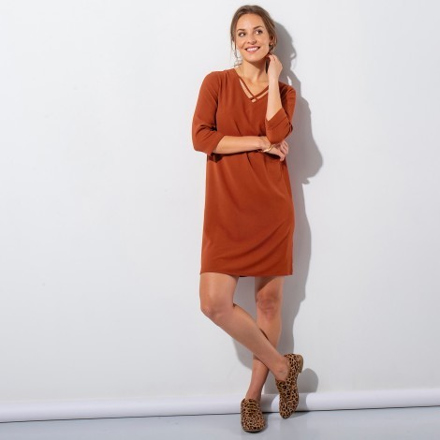 Jednofarebné šaty s 3/4 rukávmi