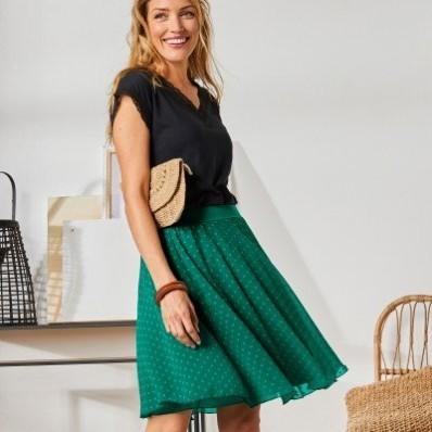 Krátká sukně s výšivkou