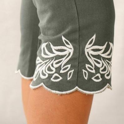 Korzárske nohavice s výšivkou