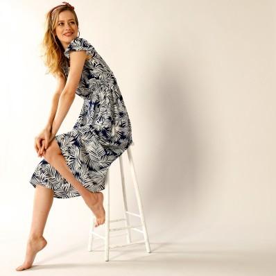 Dlouhé šaty s potiskem listů