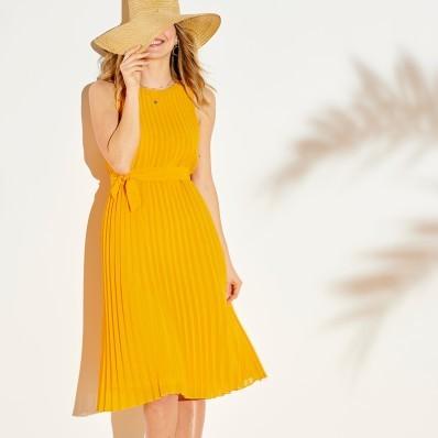 Plisované jednobarevné šaty bez rukávů