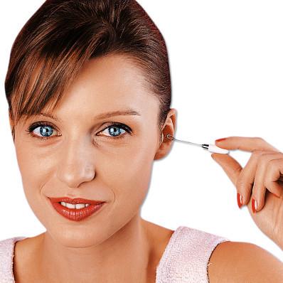 2 tyčinky na čistenie uší