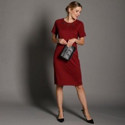 Jednobarevné šaty s knoflíčky