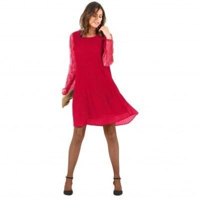 Šaty s plisováním a krajkou