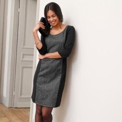 Zeštíhlující šaty z Milano úpletu, grafický design