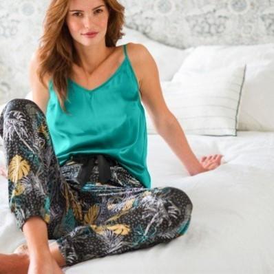 Pyžamové saténové nohavice s potlačou