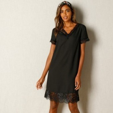 Černé šaty s krajkovým zakončením